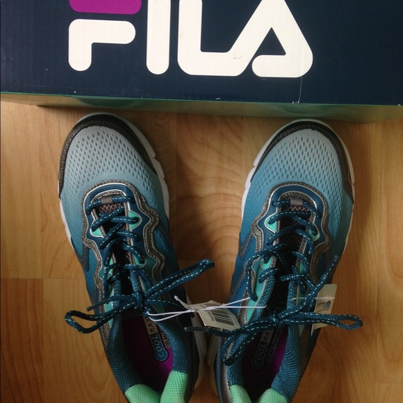 ad7ddad9cd24 FILA Stellaray women s running shoe. NWT